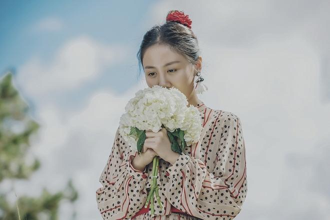 Văn Mai Hương hóa cô dâu gợi cảm khi chủ động cầu hôn bạn trai-6