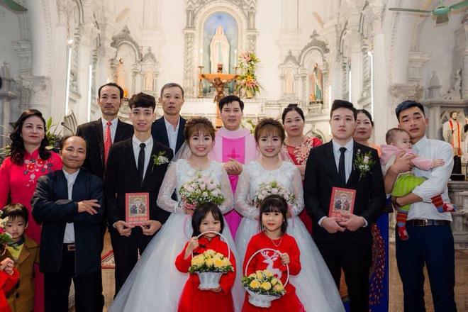 Xôn xao hình ảnh chị em sinh đôi cưới cùng một ngày: Hai chú rể chắc phải đánh dấu'-5
