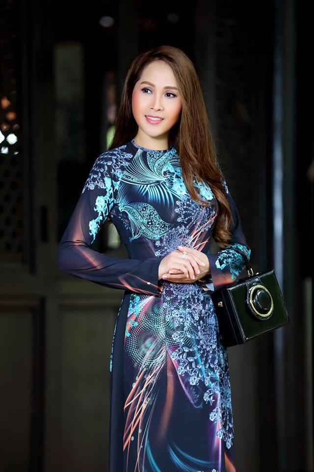 Gái nhảy Minh Thư khoe đường cong quyến rũ qua tà áo dài-10