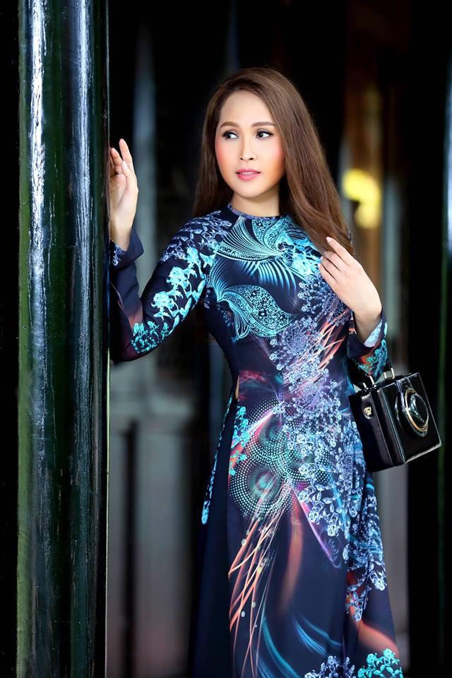 Gái nhảy Minh Thư khoe đường cong quyến rũ qua tà áo dài-4