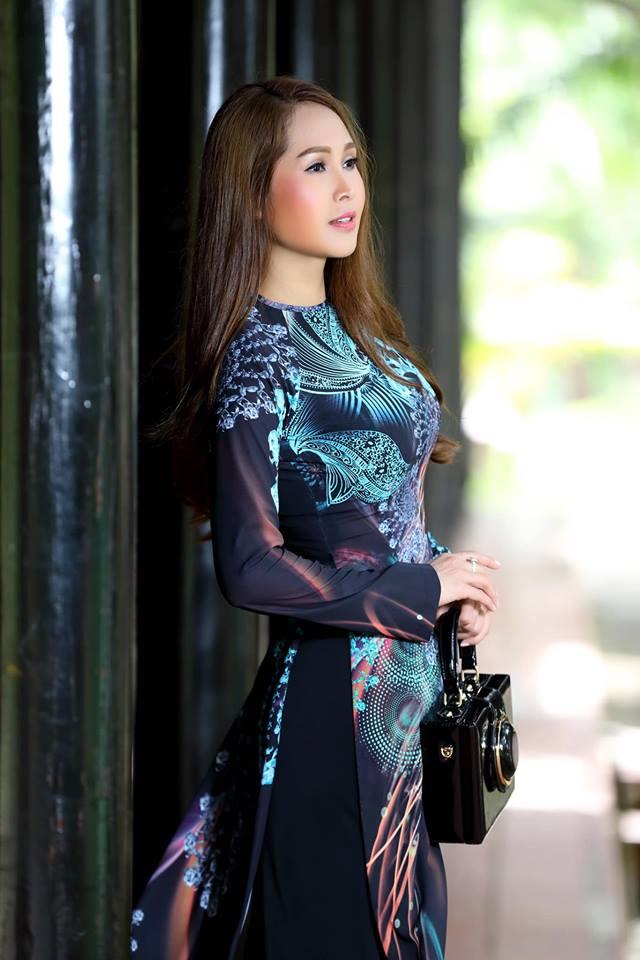 Gái nhảy Minh Thư khoe đường cong quyến rũ qua tà áo dài-6