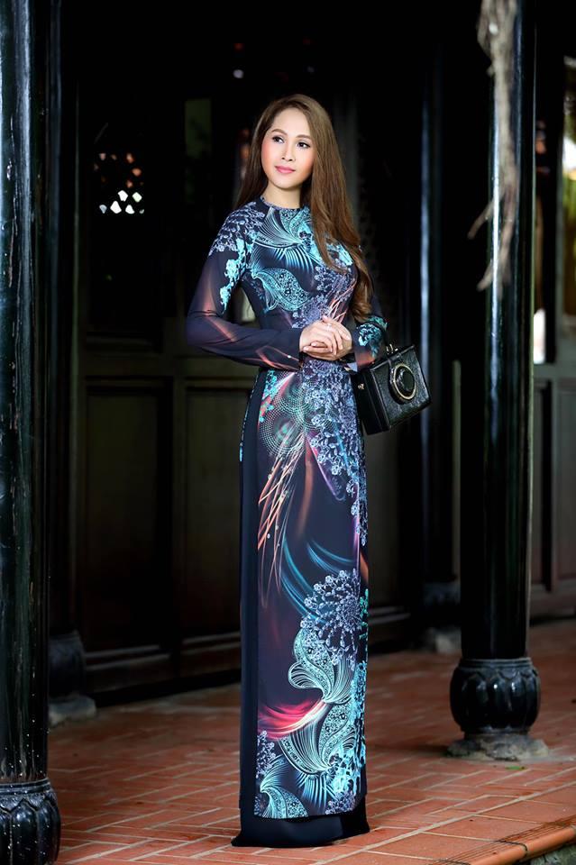 Gái nhảy Minh Thư khoe đường cong quyến rũ qua tà áo dài-9