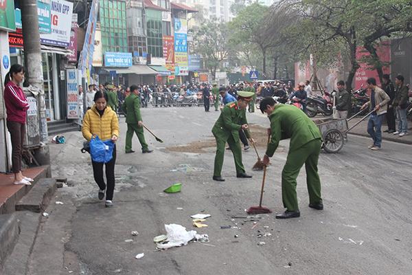 Ô tô đâm 5 xe trên phố Ngọc Khánh, cụ bà đi bộ tử vong-7