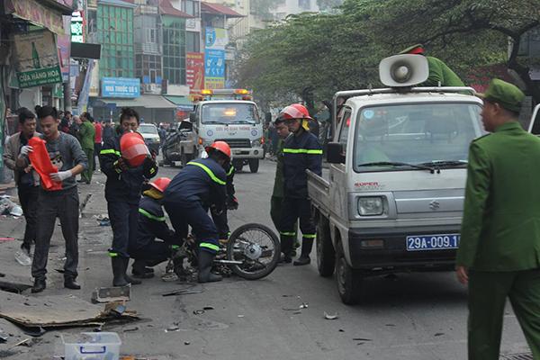 Ô tô đâm 5 xe trên phố Ngọc Khánh, cụ bà đi bộ tử vong-6