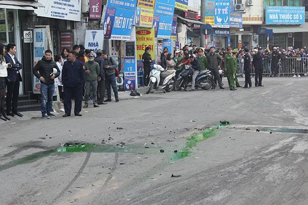 Ô tô đâm 5 xe trên phố Ngọc Khánh, cụ bà đi bộ tử vong-5