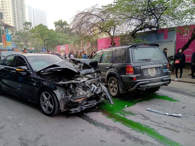 Nhân chứng vụ tông xe liên hoàn trên phố Ngọc Khánh: Tài xế bước ra khóc rưng rức-2