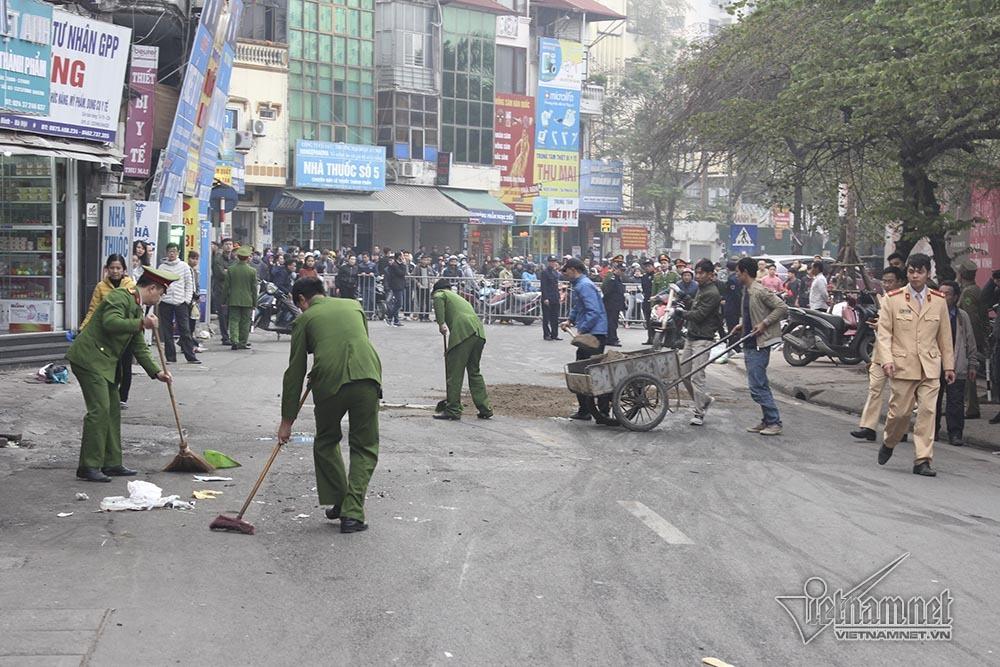 Ô tô đâm 5 xe trên phố Ngọc Khánh: Thai phụ nhảy bật trong tích tắc-13