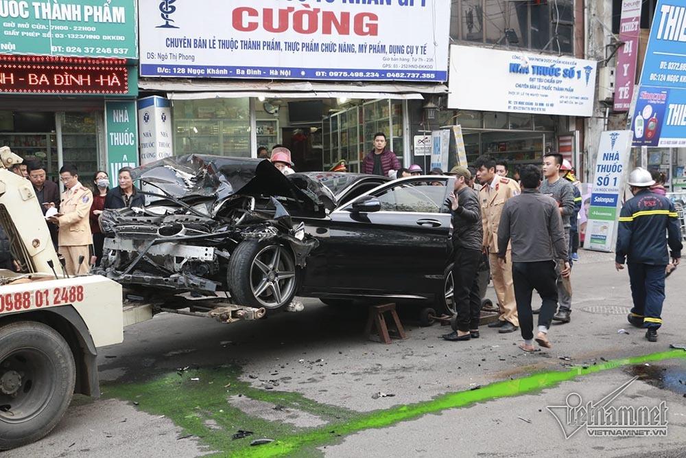 Ô tô đâm 5 xe trên phố Ngọc Khánh: Thai phụ nhảy bật trong tích tắc-6