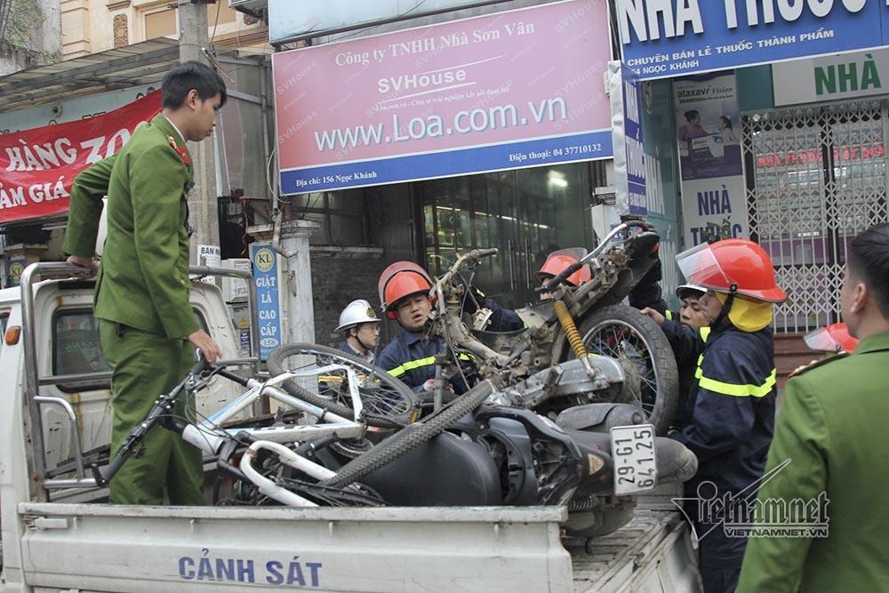 Ô tô đâm 5 xe trên phố Ngọc Khánh: Thai phụ nhảy bật trong tích tắc-9