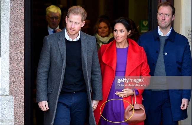 """Harry bị gọi tên"""" sau tin đồn mang thai giả của vợ, Meghan được người hâm mộ lên tiếng bảo vệ nhờ chi tiết này-1"""
