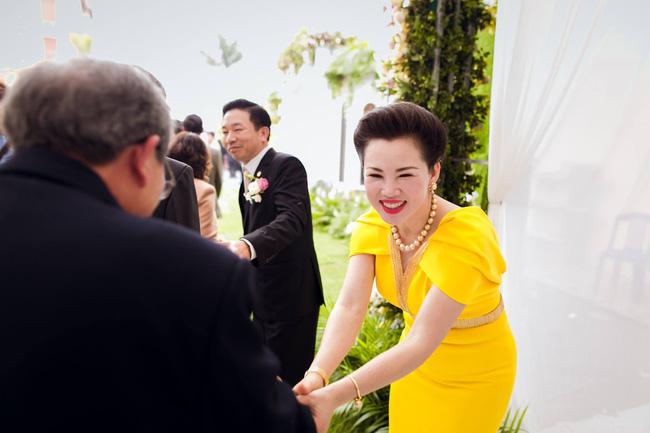 Cô dâu trong đám cưới 200 cây vàng ở lâu đài xinh đẹp, nhưng nhan sắc của người mẹ mới thật đáng ngưỡng mộ-6
