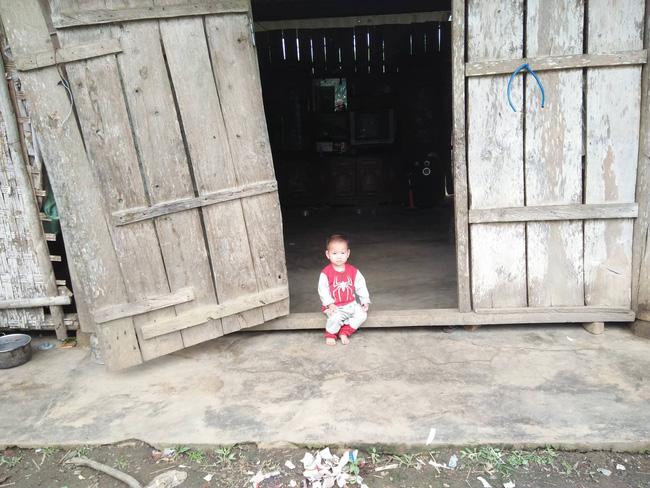 Nghệ An: Con trai 2 tuổi sợ hãi khóc thét sau 2 tháng gặp lại bố bị tai nạn giao thông-11