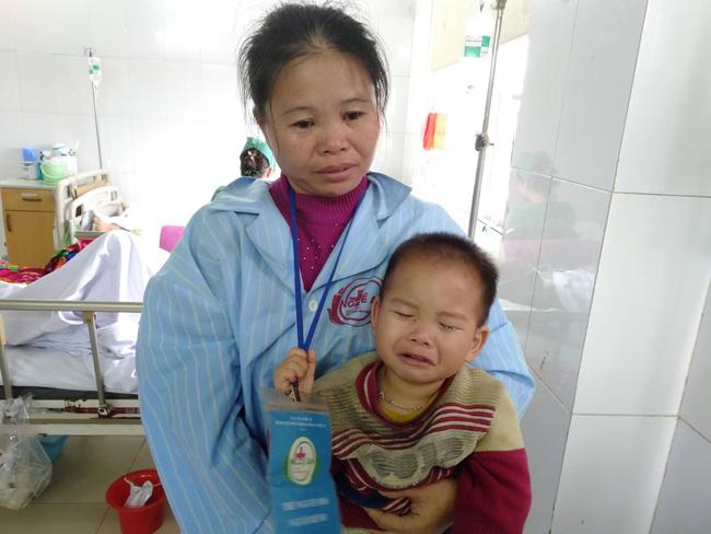Nghệ An: Con trai 2 tuổi sợ hãi khóc thét sau 2 tháng gặp lại bố bị tai nạn giao thông-4