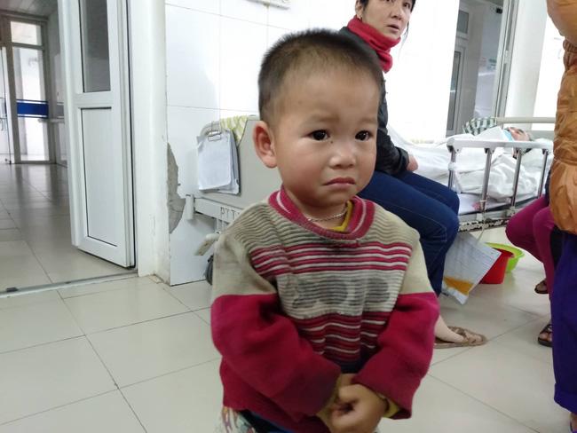 Nghệ An: Con trai 2 tuổi sợ hãi khóc thét sau 2 tháng gặp lại bố bị tai nạn giao thông-5