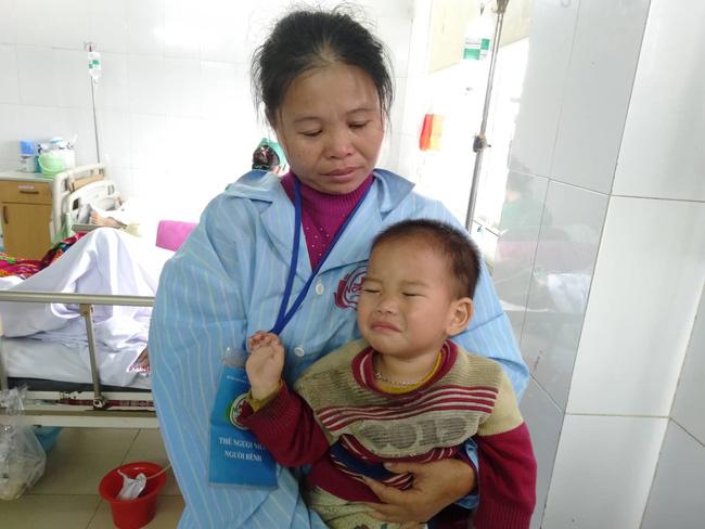 Nghệ An: Con trai 2 tuổi sợ hãi khóc thét sau 2 tháng gặp lại bố bị tai nạn giao thông-9