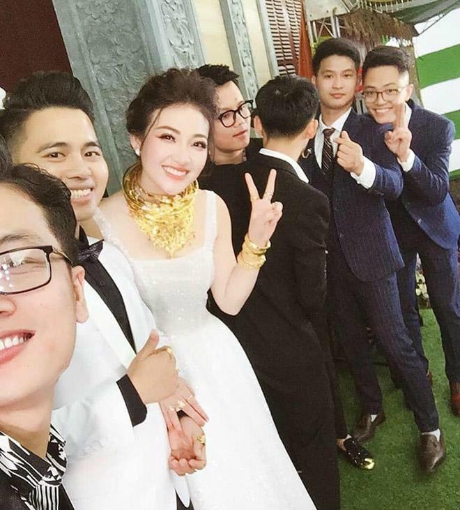 Nhan sắc ngoài đời cực nóng bỏng của cô dâu được bố tặng 200 cây vàng hot nhất Nam Định-1