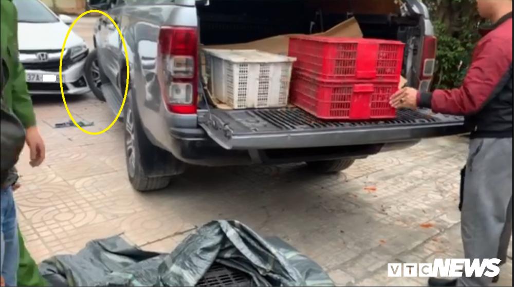 Buôn bán động vật hoang dã bị phát hiện, lái xe tông thẳng vào công an-1