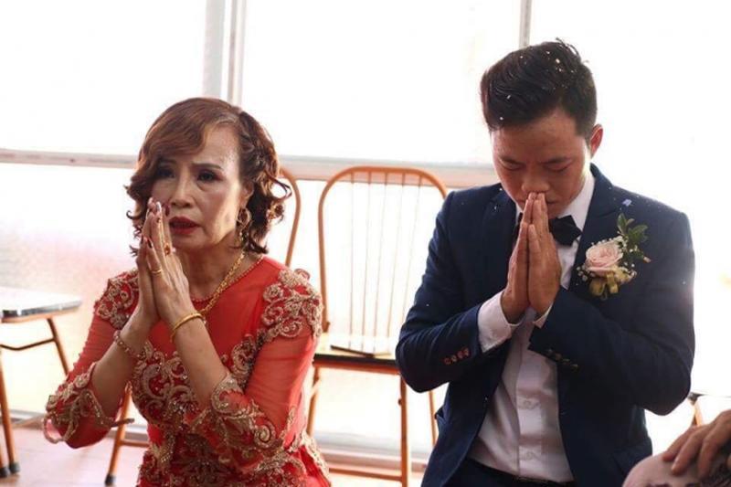 """Hơn chồng 36 tuổi, cô dâu Cao Bằng đại tu"""" những bộ phận này để không bị nhầm là mẹ - con-1"""