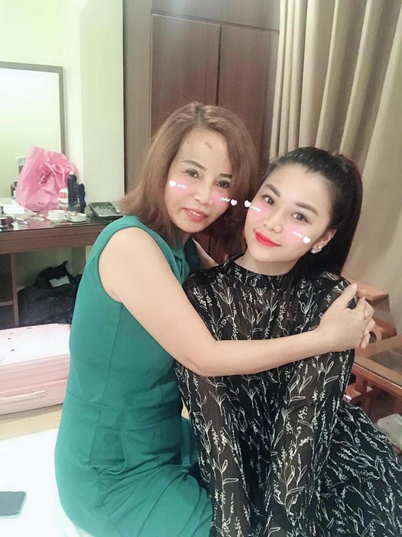 """Hơn chồng 36 tuổi, cô dâu Cao Bằng đại tu"""" những bộ phận này để không bị nhầm là mẹ - con-6"""
