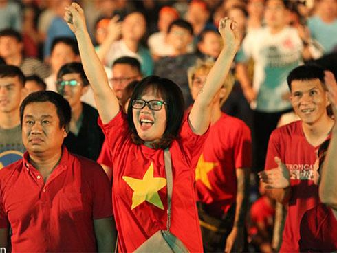 Trực tiếp : Hàng triệu người hâm mộ Việt Nam vỡ oà trước bàn thắng san bằng tỷ số của Công Phượng