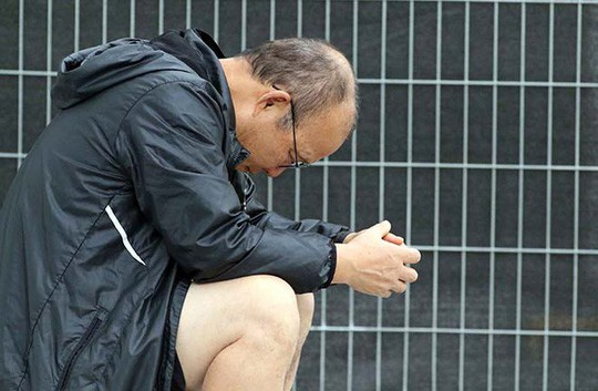 Vì sao HLV Park Hang Seo ngồi thẫn thờ ngoài sân Al Tayer?-4