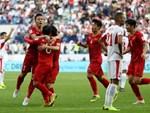 Người hâm mộ tràn xuống đường, hò reo vui sướng trước chiến thắng nghẹt thở của đội tuyển Việt Nam sau loạt sút luân lưu-18