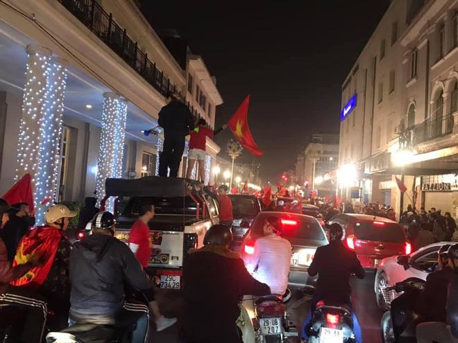 Đường Hà Nội tắc nghẽn, tuyển Việt Nam đã có 6 tỷ đồng tiền thưởng nóng sau chiến thắng nghẹt thở với Jordan-2
