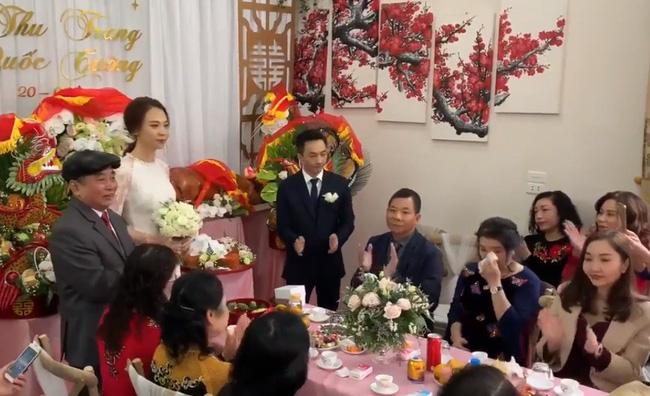 Cận cảnh hình ảnh người đàn bà thép Như Loan - mẹ ruột Cường Đô La khóc trong lễ hỏi cưới Đàm Thu Trang-1