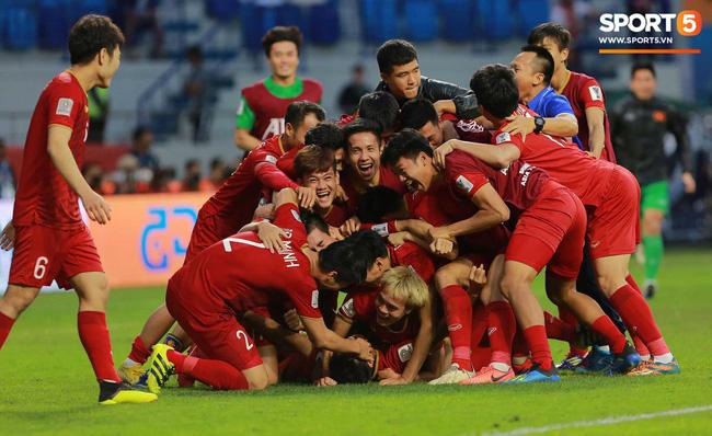 Sau chiến thắng nghẹt thở để giành vé vào tứ kết, CĐV khắp châu Á gửi chúc mừng nồng nhiệt đến đội tuyển Việt Nam-1