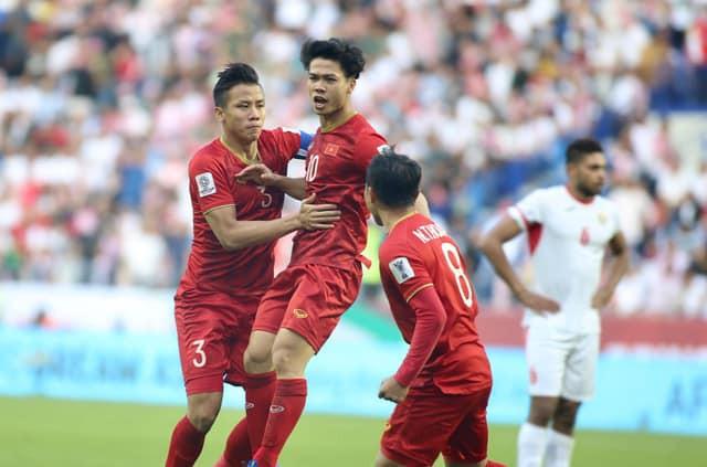 Tinh thần thi đấu tuyệt vời của ĐT Việt Nam khiến dân mạng phấn khích: Như xem World Cup-3