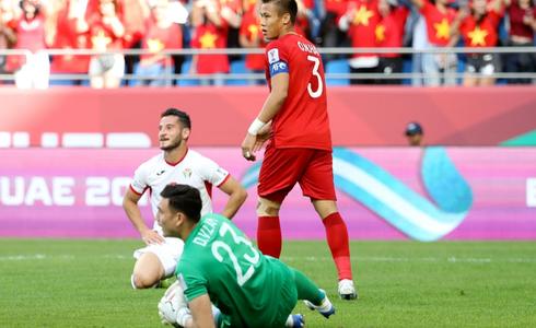 Tinh thần thi đấu tuyệt vời của ĐT Việt Nam khiến dân mạng phấn khích: Như xem World Cup-1