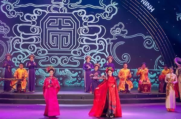 Hoa hậu Tiểu Vy mặc áo dài cung đình, đọ sắc Á hậu Phương Nga-Thuý An-10