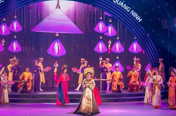 Hoa hậu Tiểu Vy mặc áo dài cung đình, đọ sắc Á hậu Phương Nga-Thuý An-11