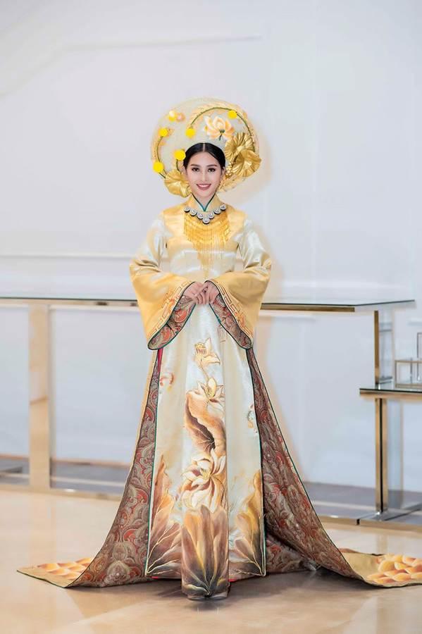 Hoa hậu Tiểu Vy mặc áo dài cung đình, đọ sắc Á hậu Phương Nga-Thuý An-2