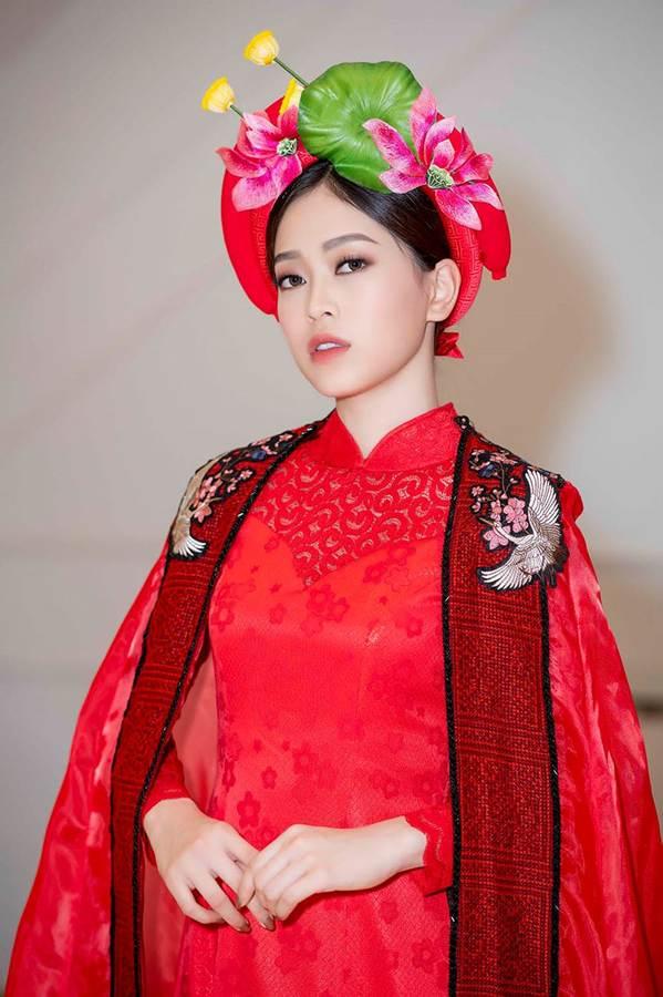 Hoa hậu Tiểu Vy mặc áo dài cung đình, đọ sắc Á hậu Phương Nga-Thuý An-6