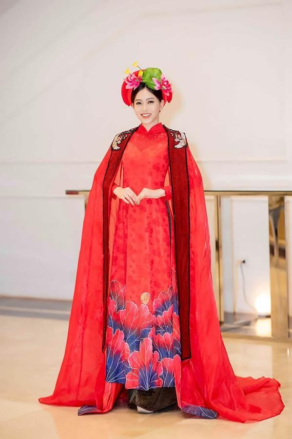 Hoa hậu Tiểu Vy mặc áo dài cung đình, đọ sắc Á hậu Phương Nga-Thuý An-7
