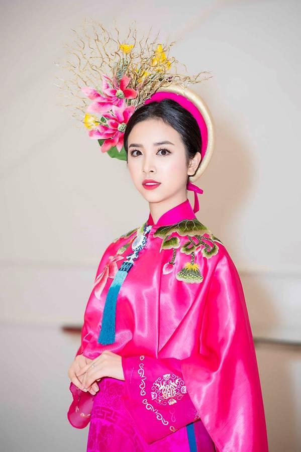 Hoa hậu Tiểu Vy mặc áo dài cung đình, đọ sắc Á hậu Phương Nga-Thuý An-8