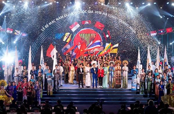 Hoa hậu Tiểu Vy mặc áo dài cung đình, đọ sắc Á hậu Phương Nga-Thuý An-13
