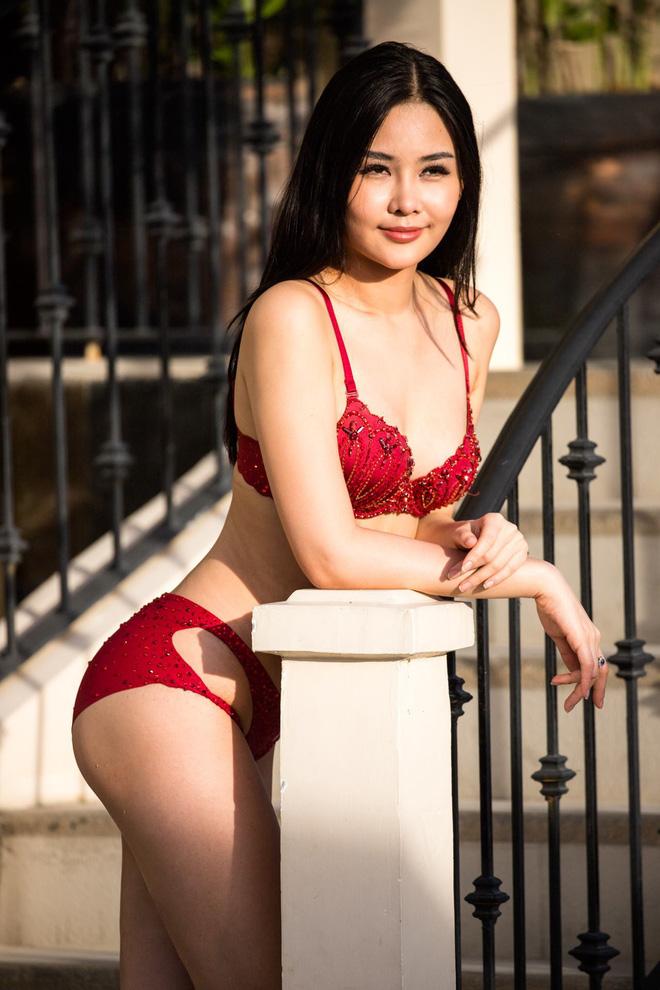 Thân hình đẹp, Lê Âu Ngân Anh mặc bikini bốc lửa sau khi bị chê bai-2
