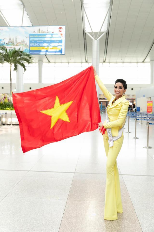 H'Hen Niê hát Như có Bác Hồ mừng tuyển Việt Nam vào tứ kết Asian Cup-1