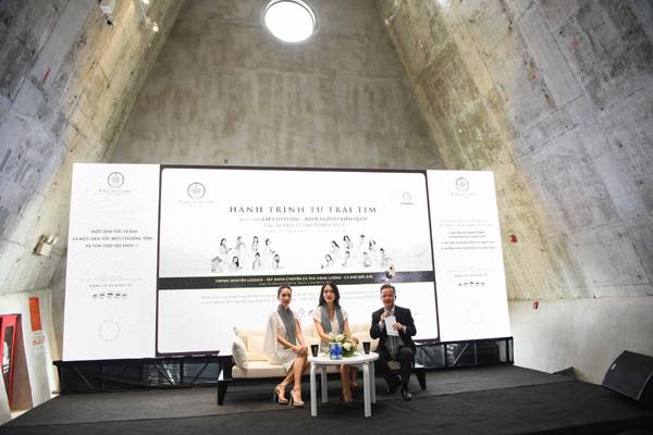 Thùy Dung, Hồng Tuyết tặng sách tại Bảo tàng Thế giới Cà phê-1