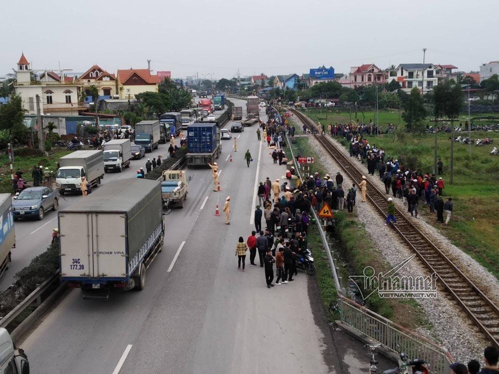 Xe tải đâm đoàn đi viếng nghĩa trang, 8 người chết-3