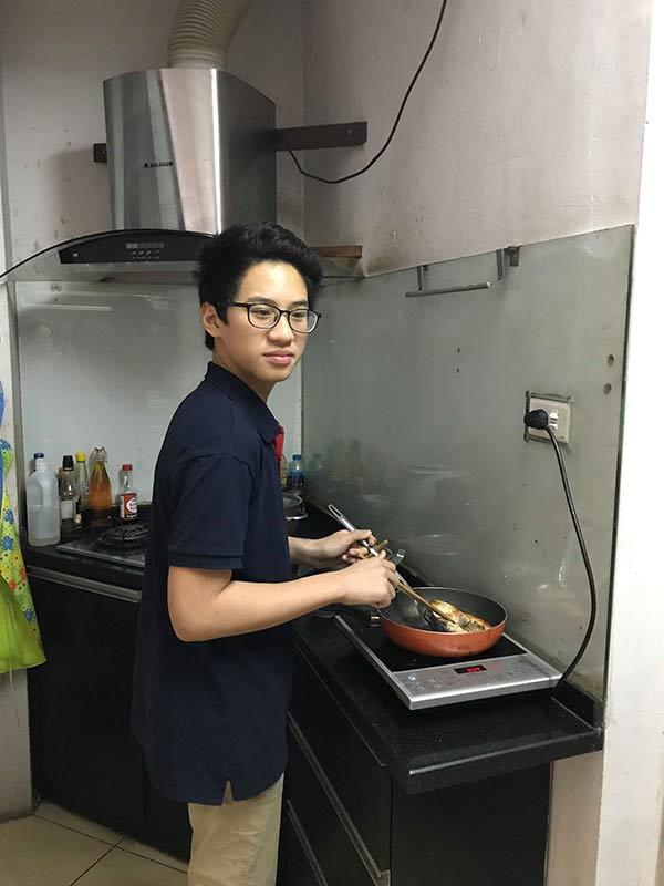 """Thanh niên mới lớp 8 tự tay nấu trăm mâm cơm ngon, hội các chị gái đoảng"""" MXH choáng váng-2"""