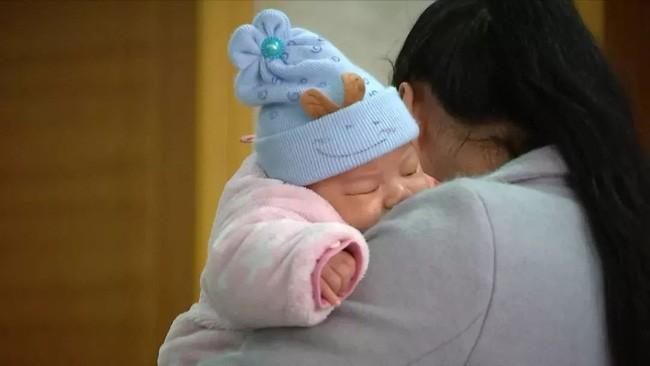 Sáng ra ngủ dậy thấy con 3 tháng tuổi đã chết, cha mẹ kinh hoàng khi biết được nguyên nhân thật sự đằng sau-2