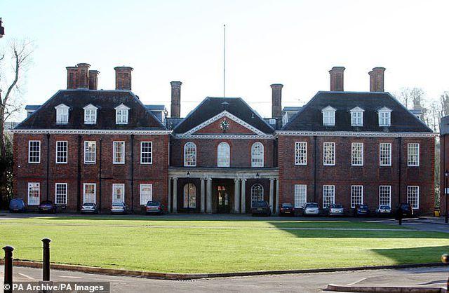 """Ngôi trường giúp công nương Kate Middleton lột xác""""-3"""
