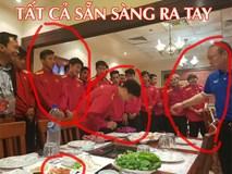 Nhìn bức ảnh thầy Park khao cả đội đi ăn BBQ, dân mạng thi nhau đoán ai sẽ ra tay