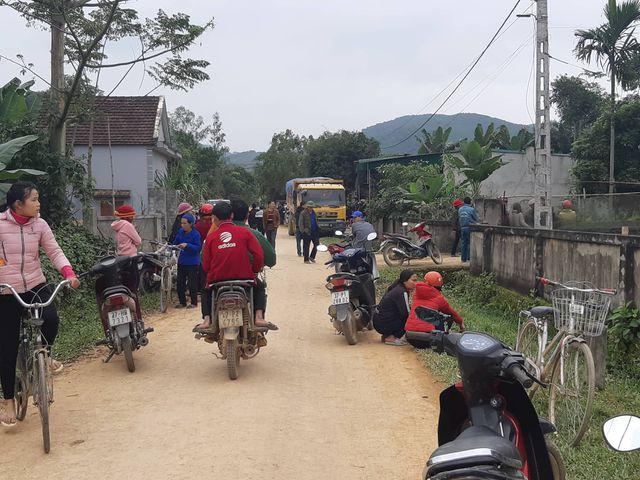 Xe tải trốn quốc lộ, chạy đường làng, cán chết bé 3 tuổi-1