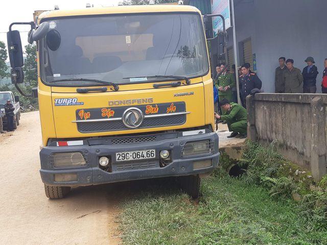 Xe tải trốn quốc lộ, chạy đường làng, cán chết bé 3 tuổi-3