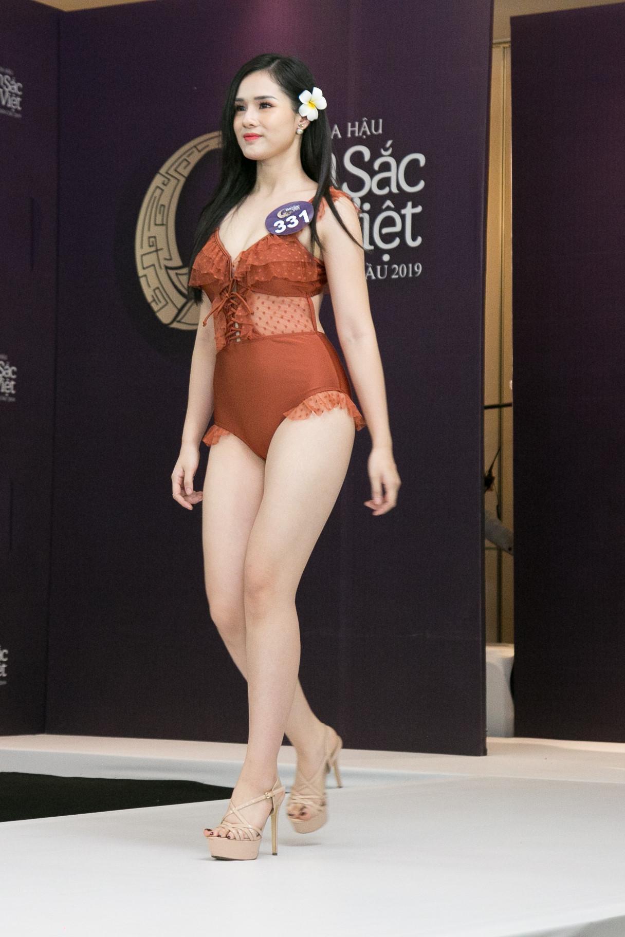 Thí sinh Hoa hậu Bản sắc Việt mặc áo tắm thi hình thể: Mặt xinh, eo to-1