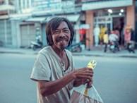 Nụ cười vô lo của người đàn ông lang thang khiến nhiều người cảm thấy bình yên: 'Dù giàu hay nghèo hãy luôn hạnh phúc với hiện tại'